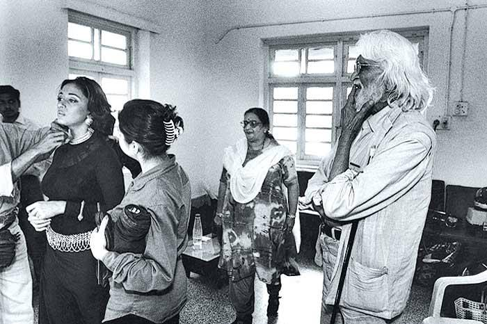 Seen in the background are Madhuri's mother and the late M.F. husain
