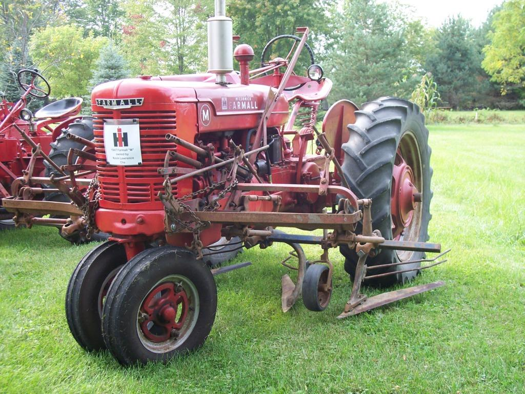 Farmall Super A Cultivator : Farmall h or m mounted implements general ih red power