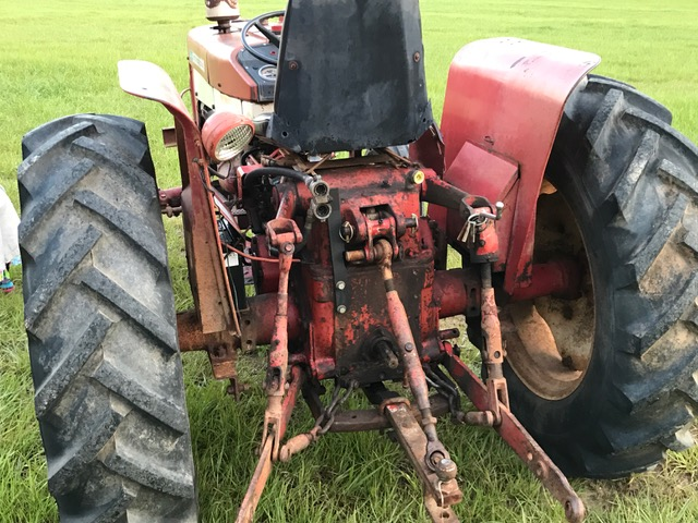 International 444 Tractor Hydraulic System : Ok i bought the  now to freshen it up have