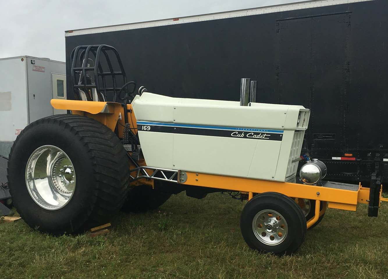 Cub Cadet Color Scheme On A 1066 Pulling Tractor Looks