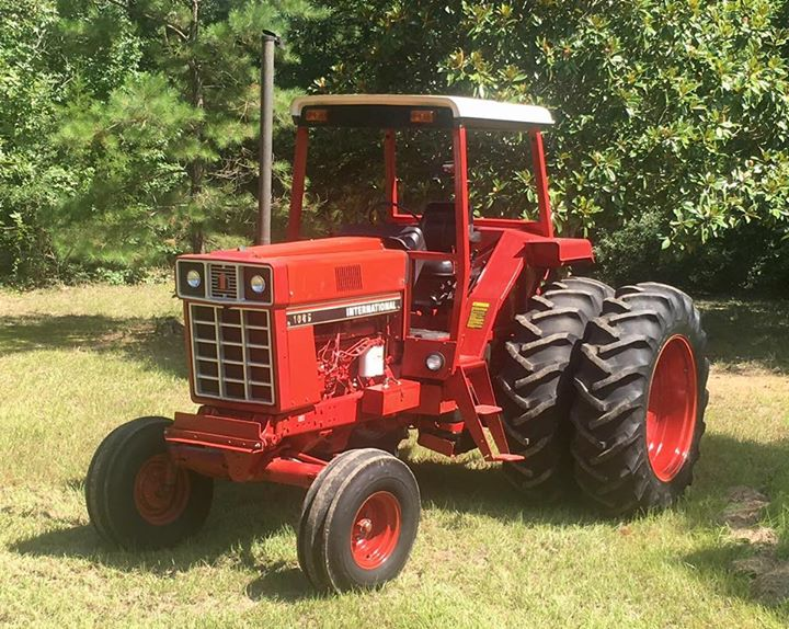 barnfind a 1981 IH 1086 that sold new in 1983 and has only 226hrs on tach its in Cleveland, Texas for $24,000.jpg