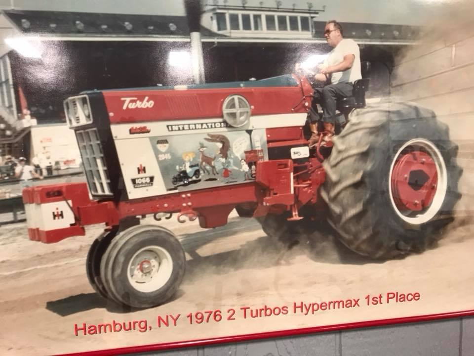 Tim Wrights tractor back in 1976 pulling the way I remember pulling use to be.jpg