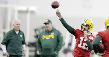 Aaron Rodgers gets first work in pads with Packers' No. 1 offense
