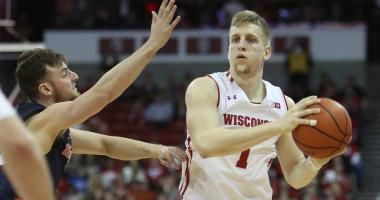 Wisconsin snaps losing streak with 75-50 win over Illinois