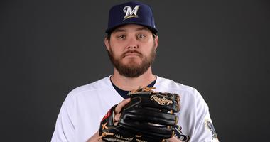 Wade Miley reaches agreement with Brewers