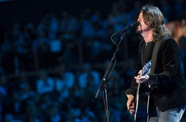 Dave Grohl of the Foo Fighters performs during the 2012 Democratic National Convention