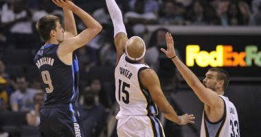 Dallas Mavericks forward Nicolas Brussino (9) shoots the ball over Memphis Grizzlies guard Vince Carter (15) and Grizzlies center Marc Gasol (33) during the first half at FedExForum.