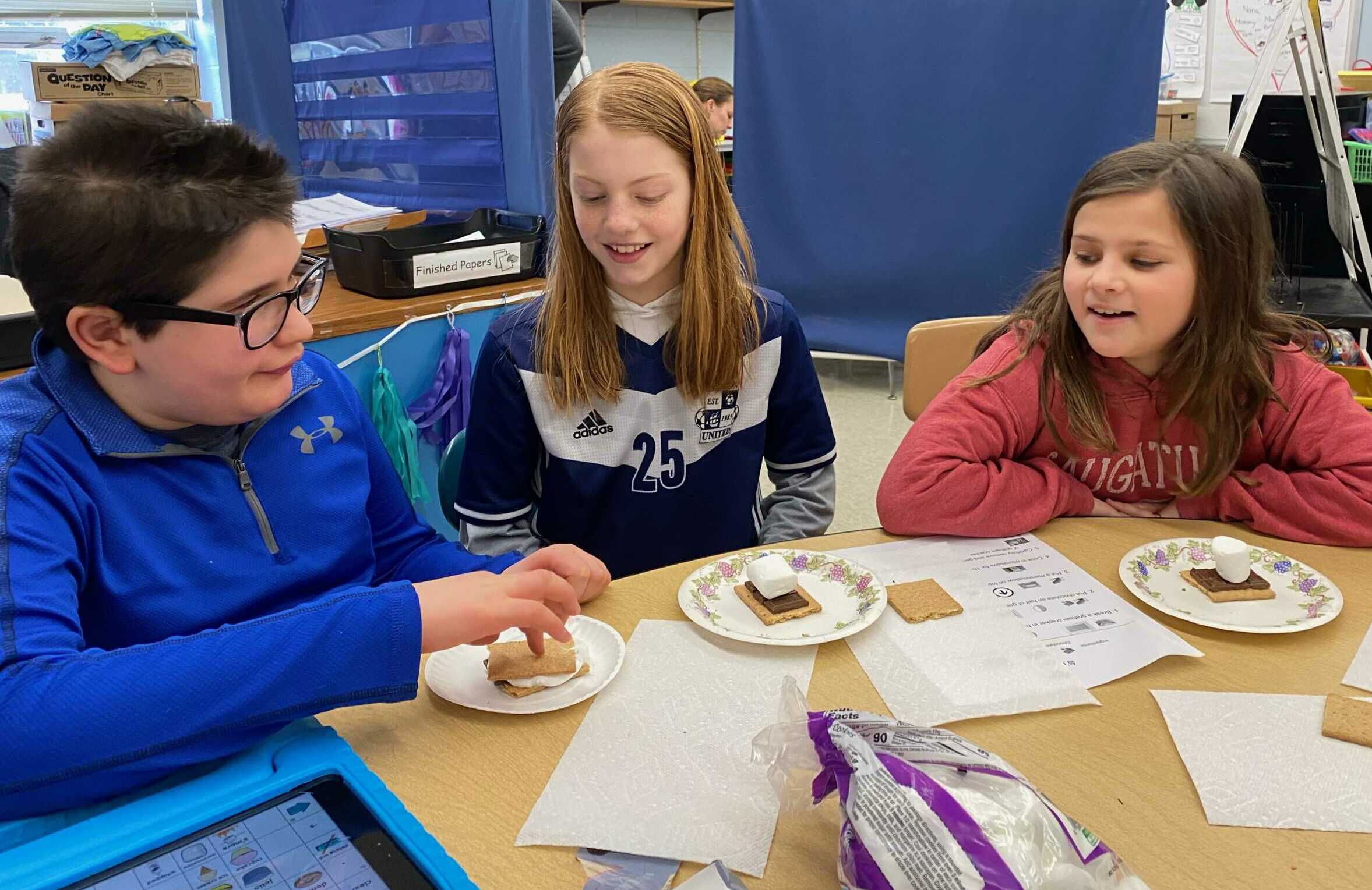 CC_eating_snack_smores
