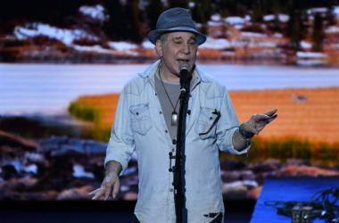 Paul Simon onstage