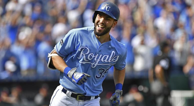 Reports: Hosmer, Padres agree to 8-year, $144 million deal