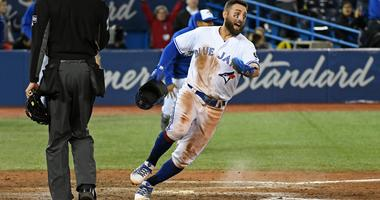 Maile's hit in 10th gives Jays sweep of rare home twin bill