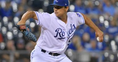Vargas wins 18th as Royals top Tigers 2-1