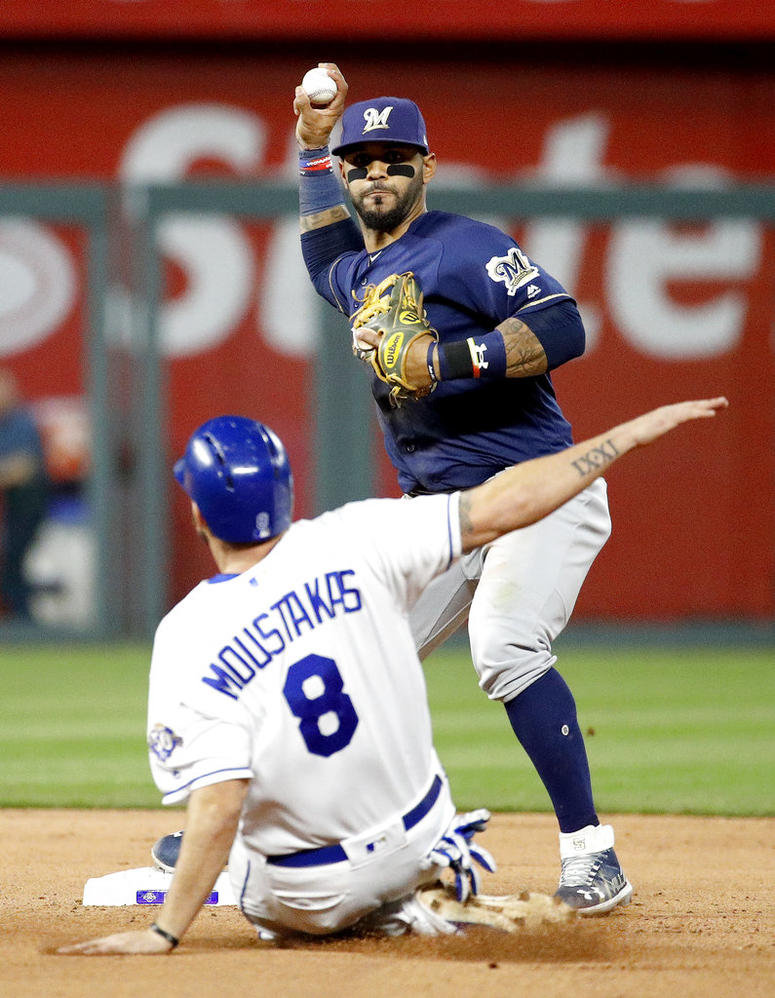 Brewers win 7th in-a-row with 5-2 victory over Royals