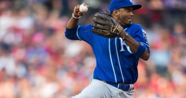 Royals sign Escobar to $2.5M, 1-year contract