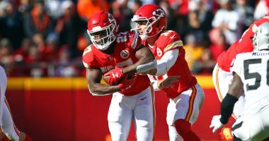 Hunt, defense help Chiefs hold off Oakland, 26-15
