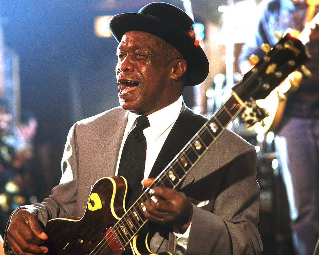 http://mailman.305spin.com/users/alligator/images/Little Smokey Smothers 3 .jpg