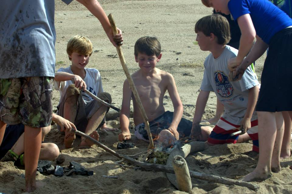 http://mailman.305spin.com/users/island63/images/kids/fire making class.jpg