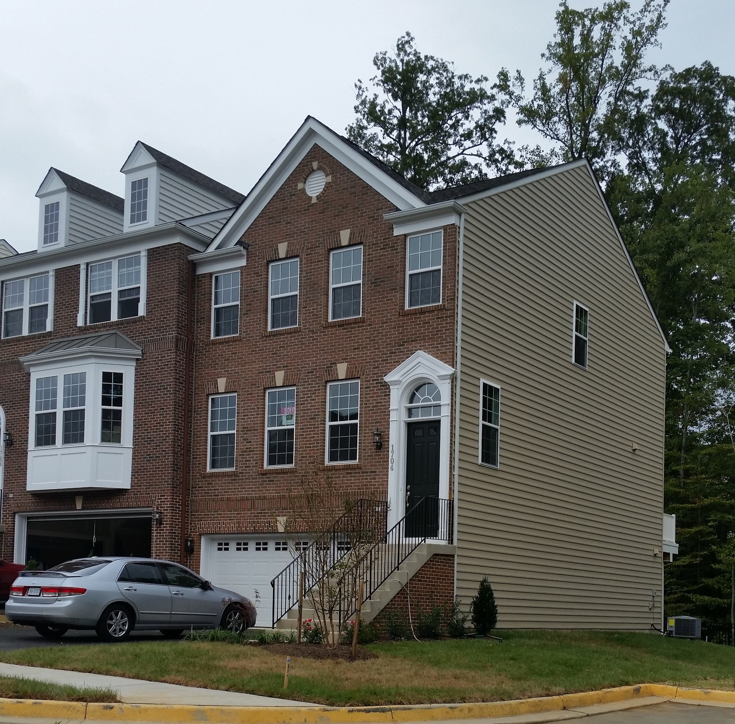 New townhouse to Share with female owner