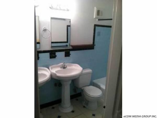 FURNISHED room in 3bdr apt.