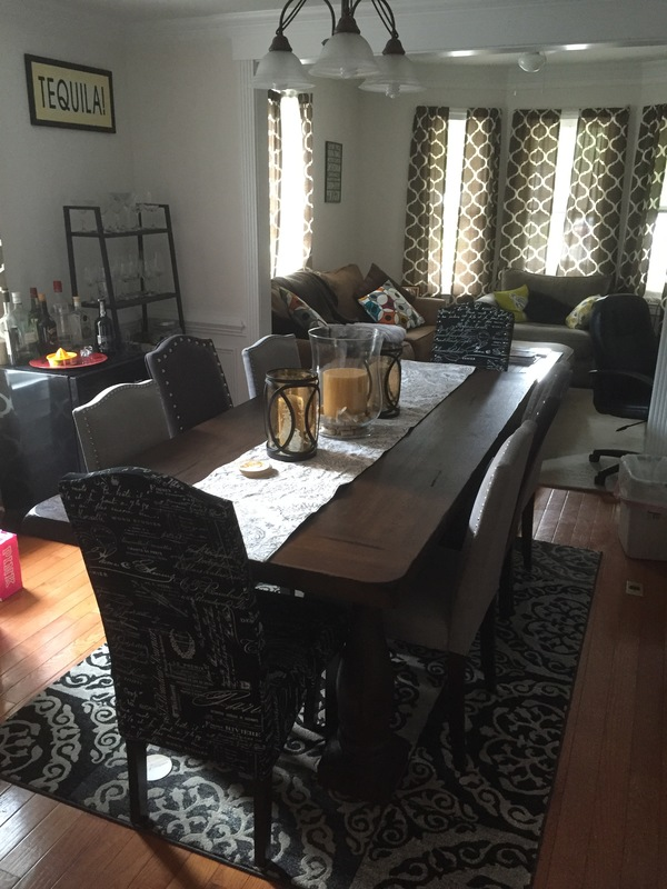 Nicely furnished spacious room walk to the Clarendon Metro