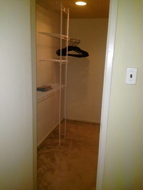 Room available in spacious townhouse near Rio