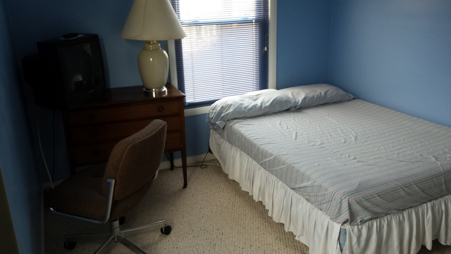 Furnished Room For Rent On A Townhouse