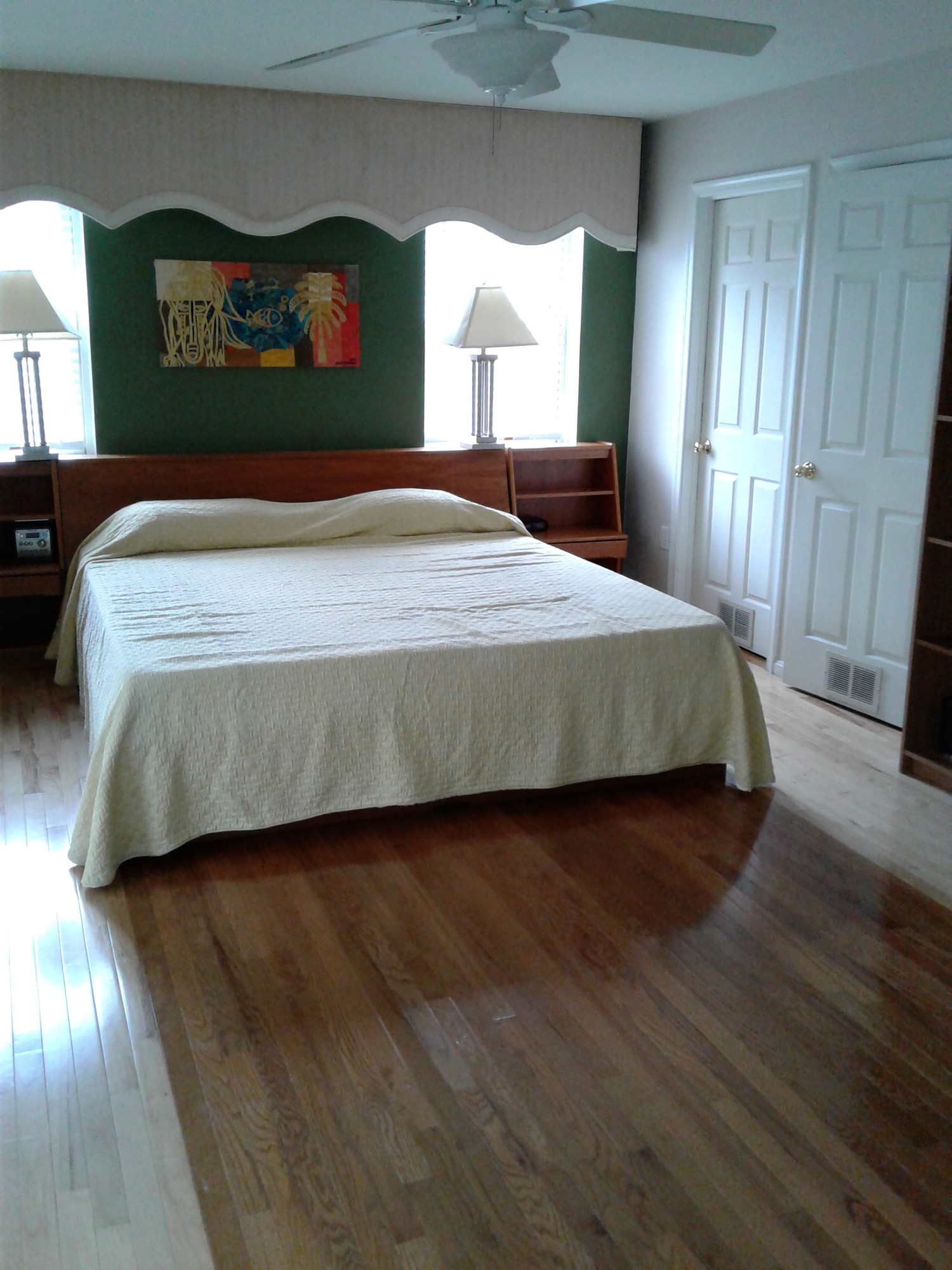 Fully Furnished Master Bedroom Suite 10 minute walk to PG Plaza Metro
