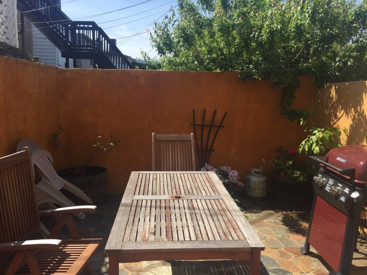 Walk to JHMI; Excellent Location-Furnished if Desired