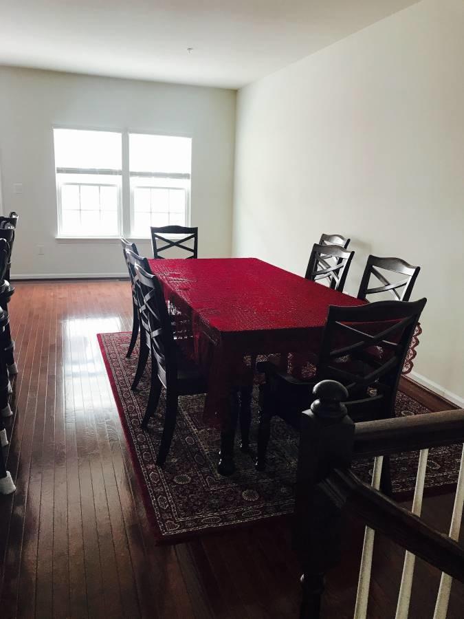 Rent spacious bedroom in townhouse