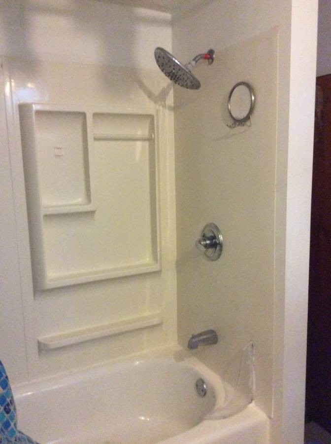 Sunny bedroom w/private bath & entrance 1 mi. to Friendship Hts Metro