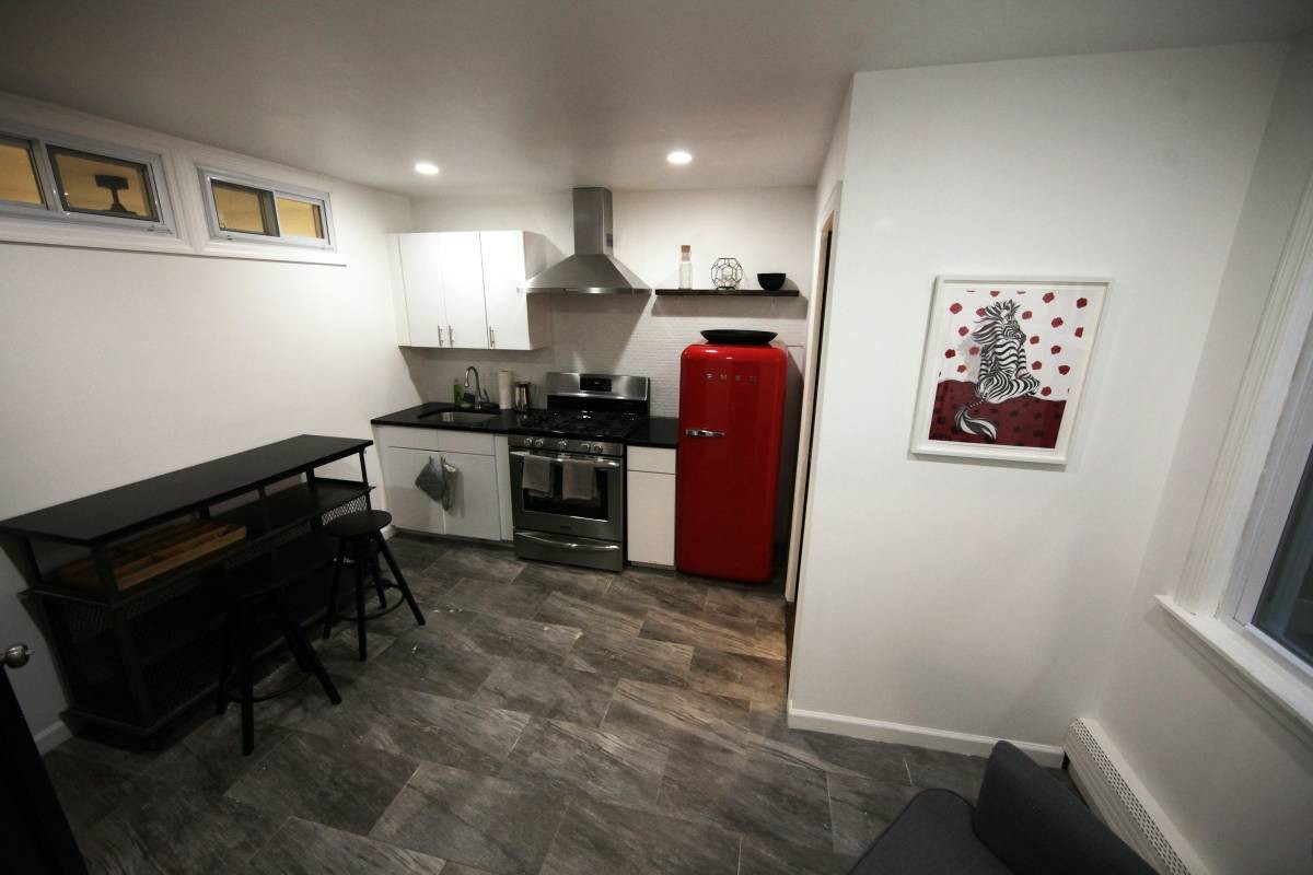 No Fee No CC Furnished room 1 min from Bedford L