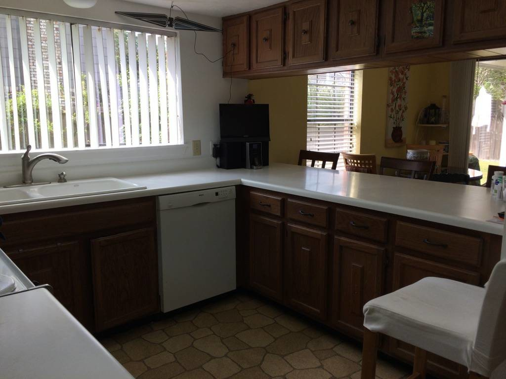 2100ft2 - Furnished Room in large house (8522 Cookglass)