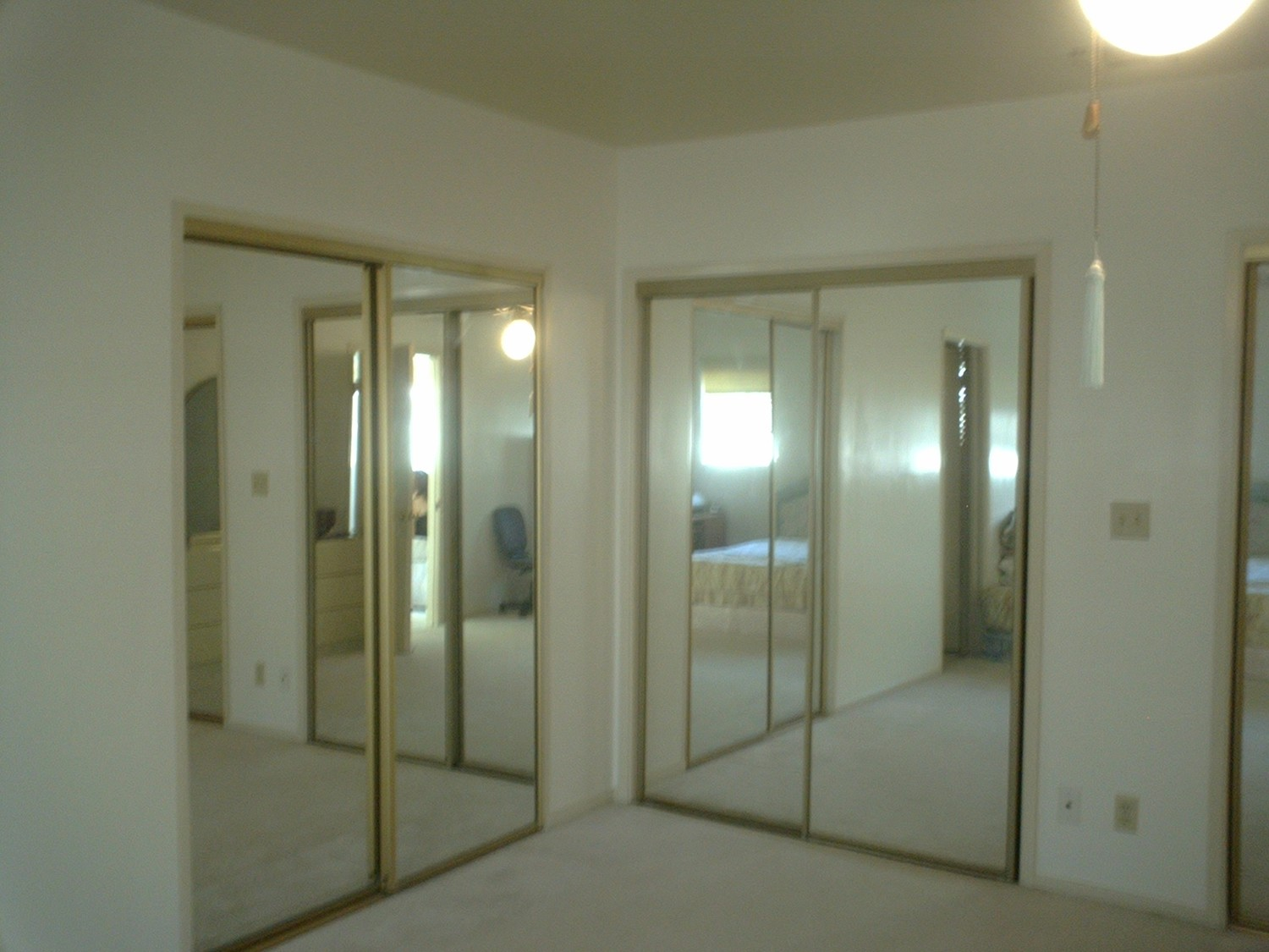 Big Master Bedroom with lots of closet space in quiet neighborhood in North Alhambra (next to South Pasadena)