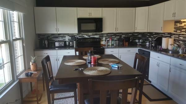 2000ft2 - Beautiful room in Furnished 2 Bedroom/3 Bathroom Townhouse