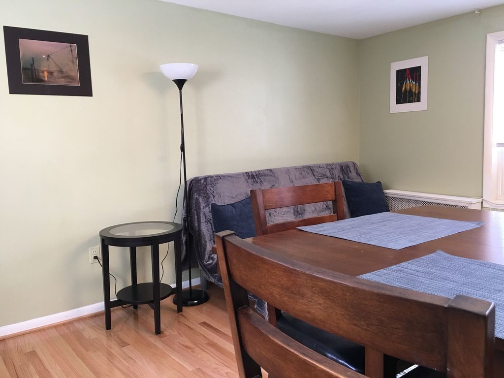 Charming, second floor 1-bedroom apartment in historic Bolton Hill (Great Location)
