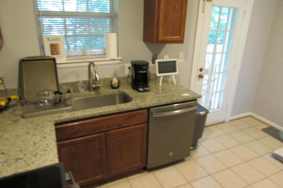 Remodeled Shirlington Condo. Across from NVCC-Alexandria $2000 a month