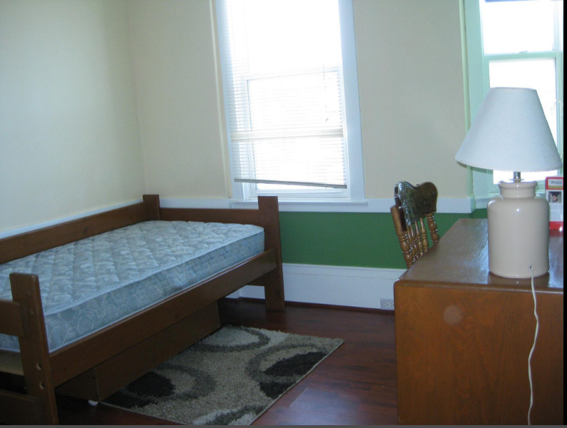Room in 2547 Irving St