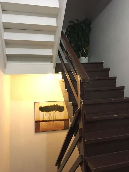 One bedroom apartment, fully furnished, two queen beds