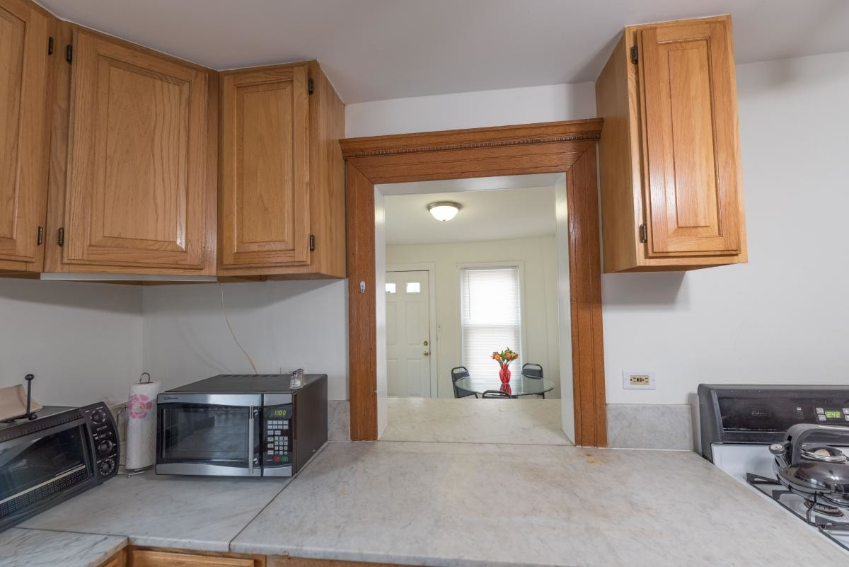 Short term fully Furnished coach house apartment