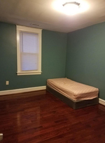 Shared ROOM in a twin house with available parking spot