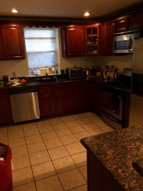 A huge 3 bedroom house (only 1 room is vacant) located in Queens Village.