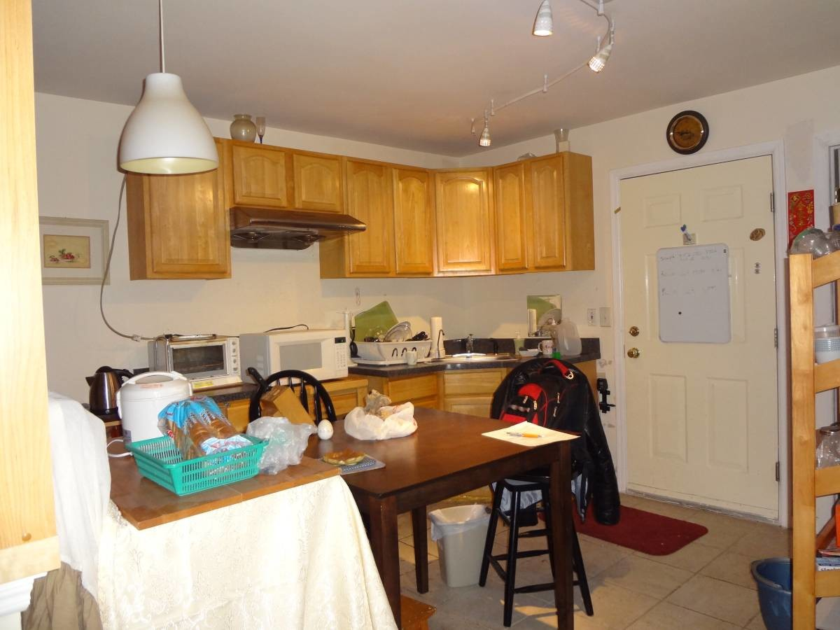 Large furnished comfort room; Light rail to Exchange Pl (Jersey City/Bergen Lafayette)