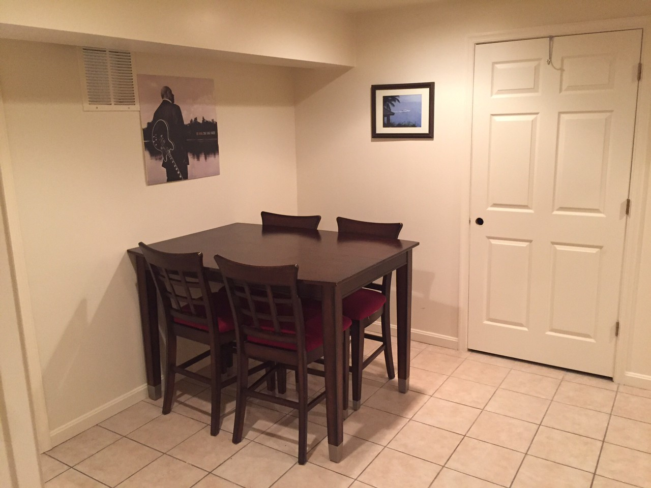 FULLY FURNISHED 1 BEDROOM BASEMENT APARTMENT