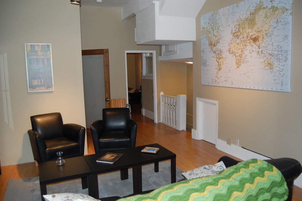 Month to month shared rooms in student/intern house