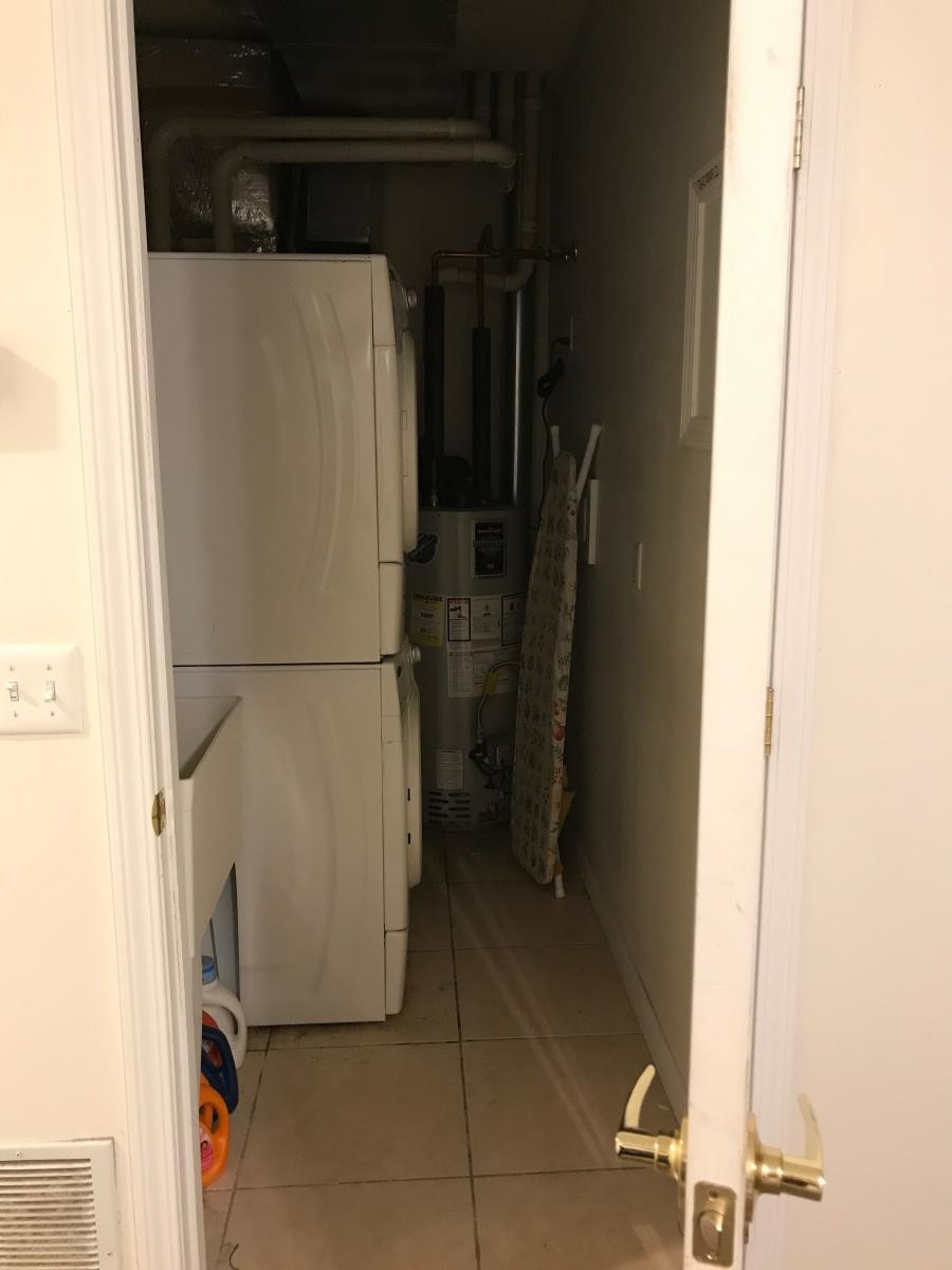 Spacious bedroom with private bath near Baker Institute