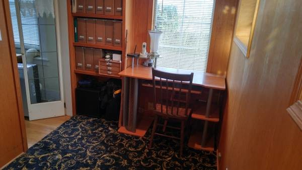 Share home and pets, utilities included (West Seattle)