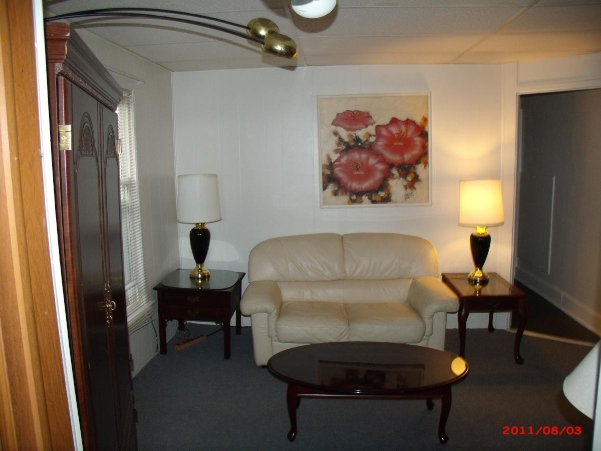 Furnished apartment near University Singles Inc