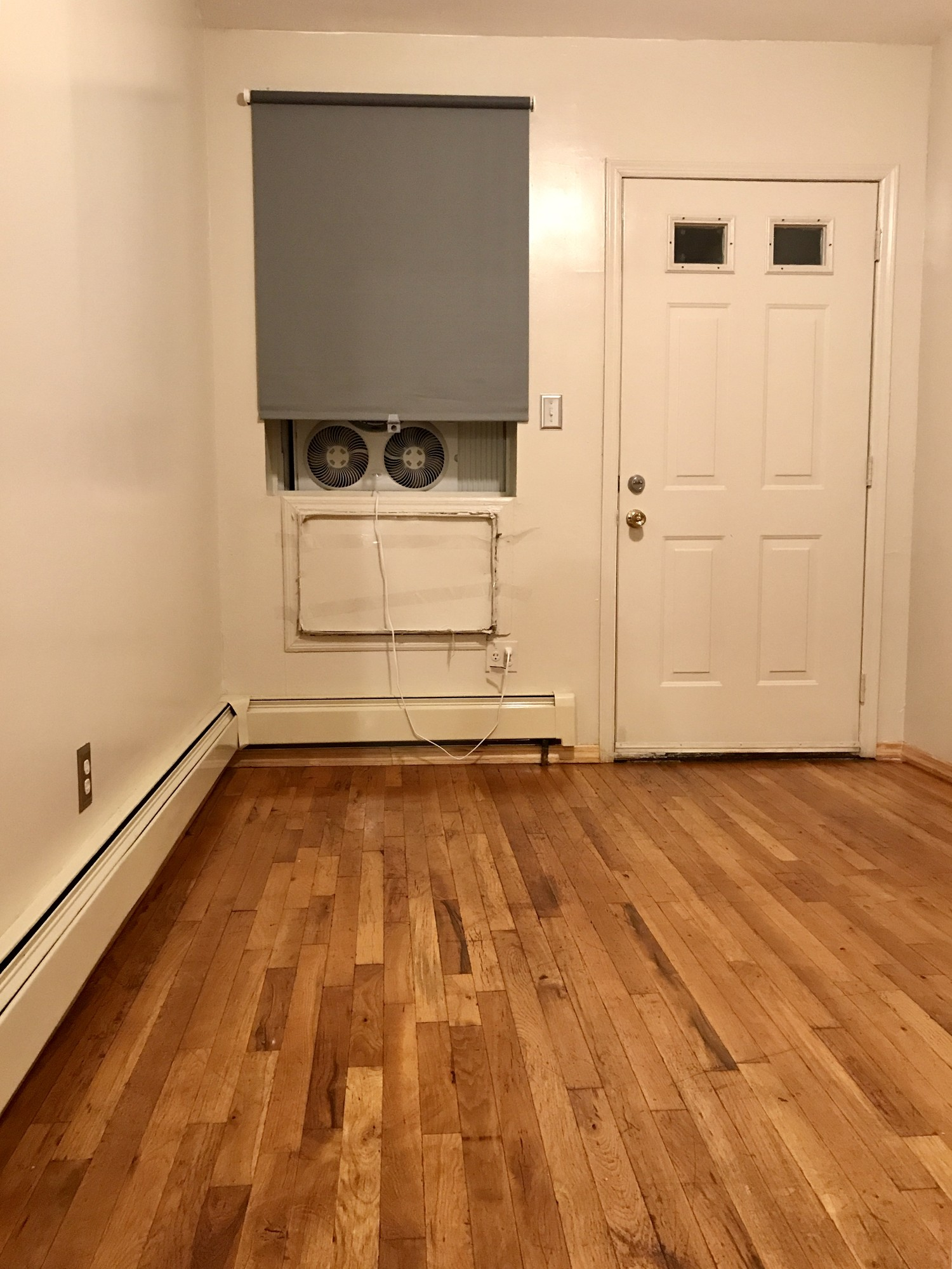Unfurnished room in a cozy two bedroom