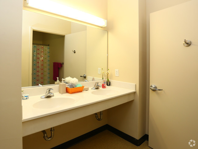 Suite living! Own bedroom with 2 shared bathrooms for students near SUNY Cortland