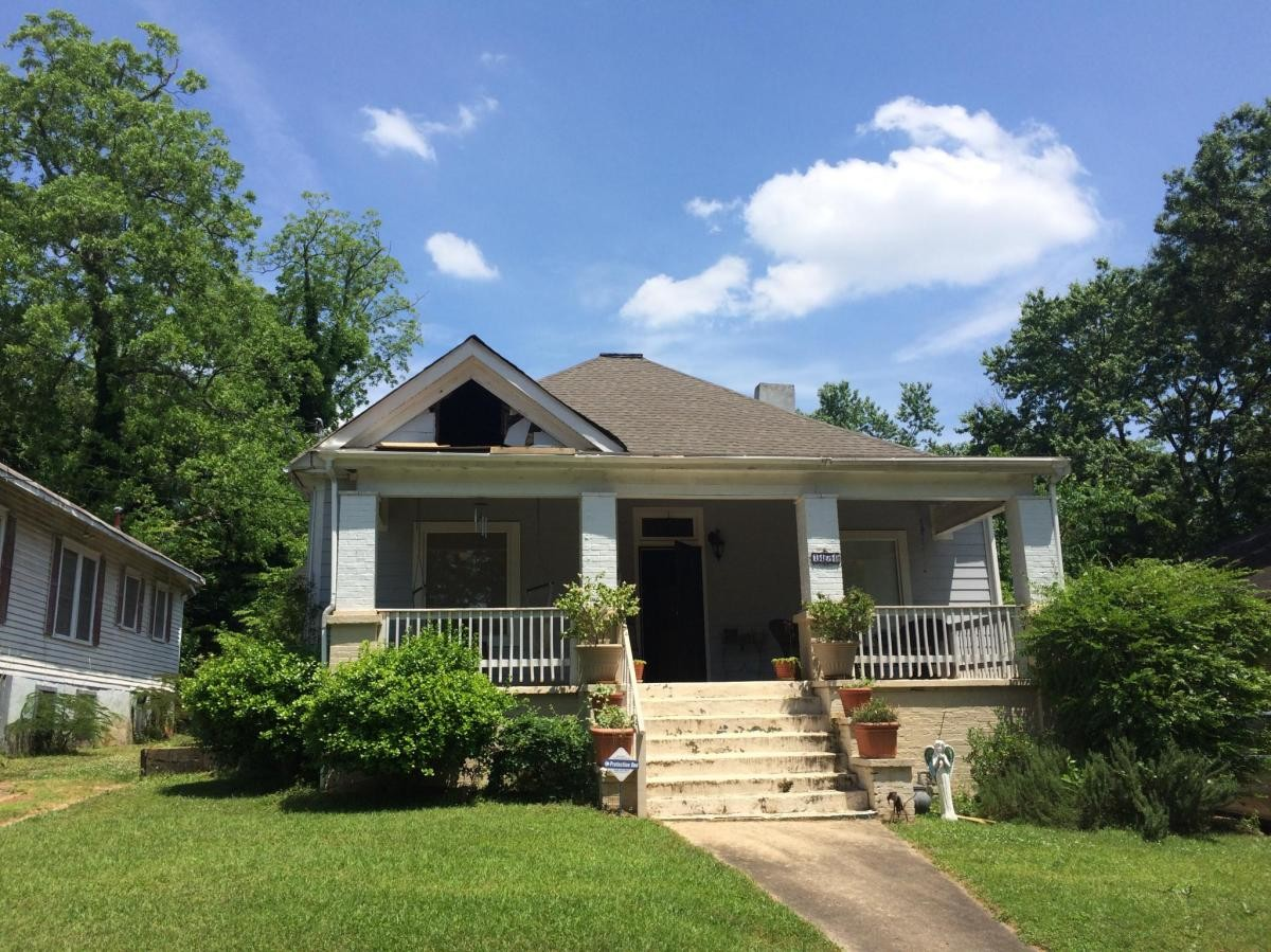Great residential neighborhood 10 minutes from downtown & airport
